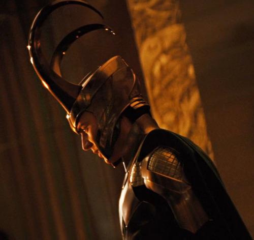 File:Loki-loki-thor-2011-25199599-500-472.jpg