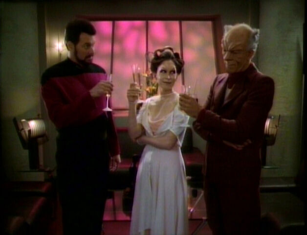 File:TNG3.14AMatterofPerspective.jpg