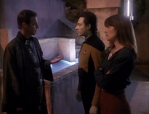 File:TNG3.02TheEnsignsofCommand.jpg