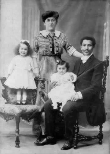 File:Laroche family.jpg