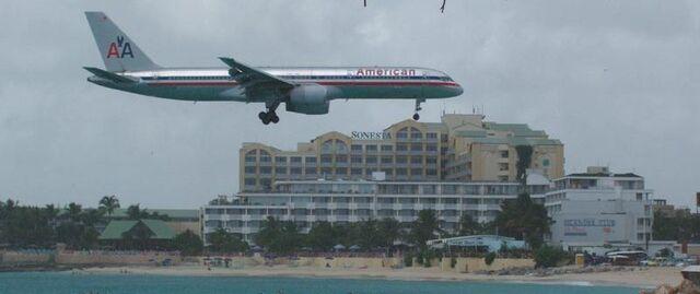 File:American-airlines.jpg