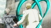 Kureo trapping Yamori with his quinque.png