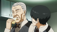 Yoshimura teaching Kaneki how to pretend to eat