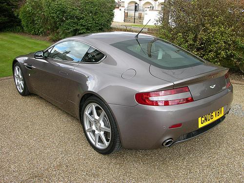 File:Aston Martin Vantage V8.jpg