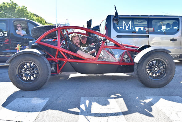 File:The-Grand-Tour-season-2-Richard-Hammond-rides-a-red-Ariel-Nomad-go-kart-buggy-930109.jpg