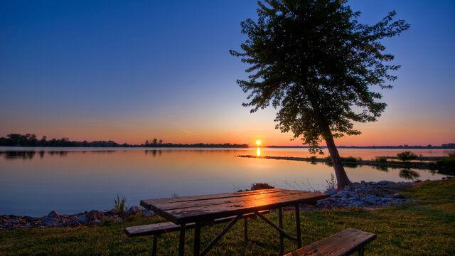 File:Lake 001.jpg