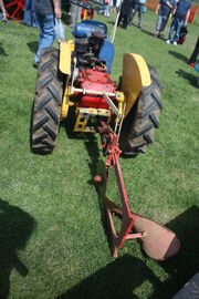 Gunsmith tractor rear linkage with plough onIMG 9725