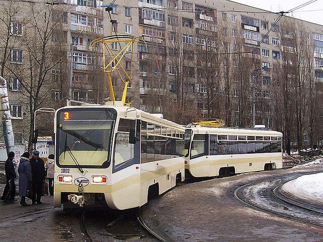 File:Saratov trams 1002 1004.jpg