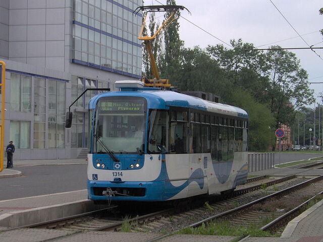 File:800px-Tram Vario LF Ostrava.jpg