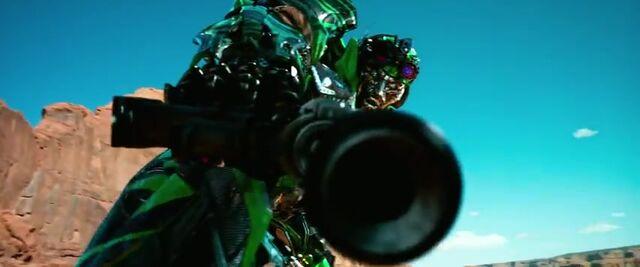 File:Transformers AOE 3273.jpg