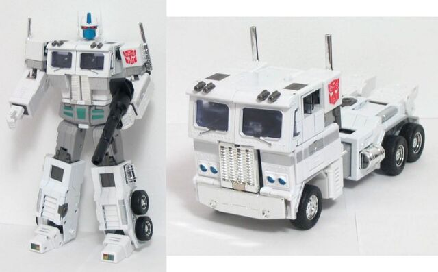 File:Masterpiece UltraMagnus toy.jpg