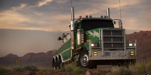 File:Transformers 5 Onslaught tow truck mode.jpg