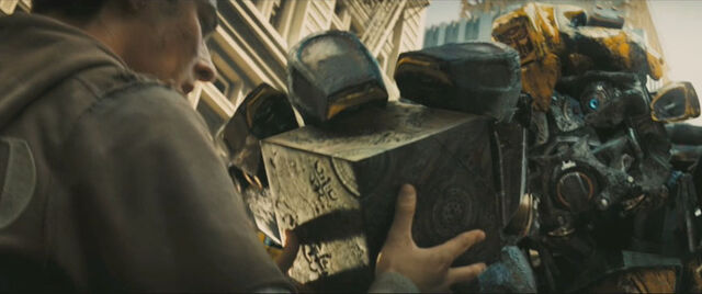 File:Movie Bumblebee giveAllSpark.jpg