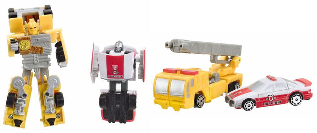 File:Universe Spychanger OptimusPrime Prowl toys.jpg