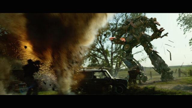 File:Transformers-4-age-of-extinction-movie-screenshot-rusty-optimus-prime.jpg