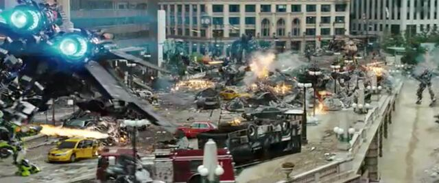 File:Dotm-optimusprime-film-streetbattle-13.jpg