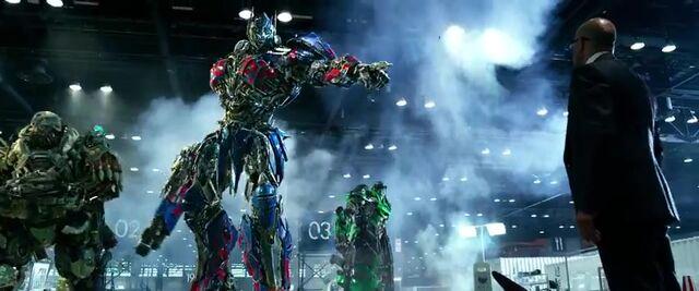 File:Transformers AOE 4411.jpg
