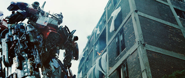 File:Dotm-optimusprime-film-chicago-1.jpg