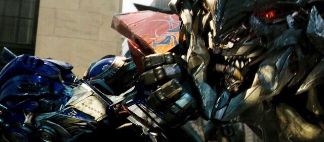 File:Optimus Vs Megatron.jpg