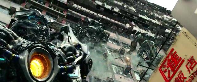 File:Transformers AOE 7518.jpg