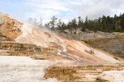 800px-Minerva Terrace-Yellowstone