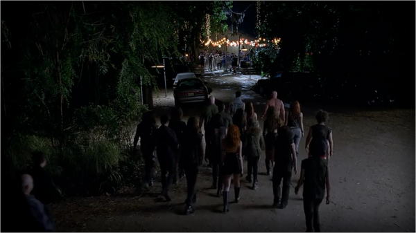 File:An-army-of-vamps-descends-on-Bon-Temps-in-the-season-finale-of-True-Blood-6x10-600x337.png