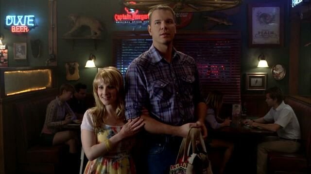 File:3x09 -hoyt and summer at merlotte's.jpg