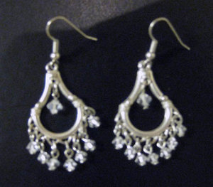 File:Marianna-harutunian-clear-swarovski-crystal-silver-plated-small-dangle-earrings-profile.jpg