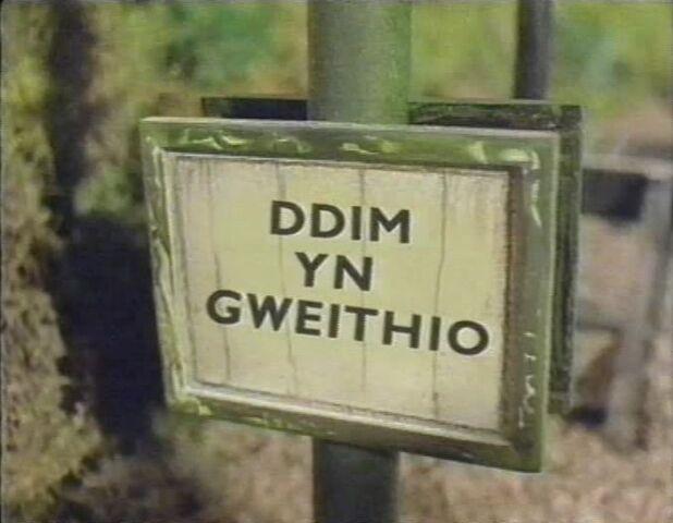 File:ThomasGoesFishing10(Welsh).jpg