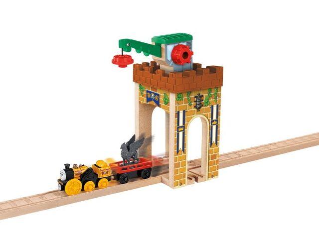 File:WoodenRailwayCastleCrane.jpg