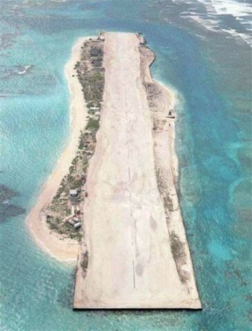 File:French Frigate Shoals airfield aerial photo.jpg