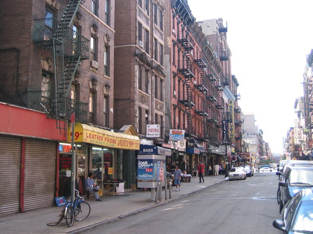 File:Orchard St looking south at Rivington St-2-.jpg