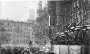 Bundesarchiv Bild 119-1486, Hitler-Putsch, München, Marienplatz-1-