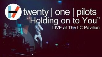 Twenty one pilots- Holding On To You (LIVE)
