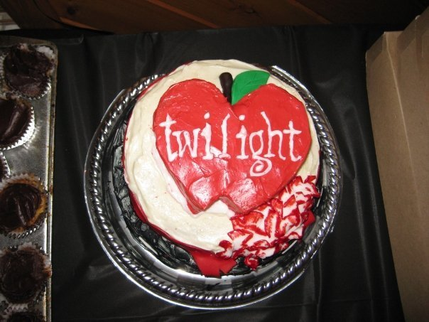 File:Twilight-Cake-twilight-series-10040522-604-453.jpg