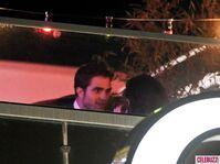 16Robert-Pattinson-and-Kristen-Stewart-Kissing-052312-580x435