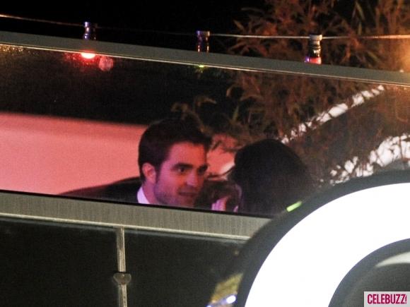 File:16Robert-Pattinson-and-Kristen-Stewart-Kissing-052312-580x435.jpg