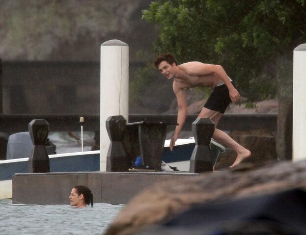 File:PattinsonlifeSwimming07.jpg