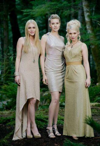 File:Twilight-Saga-Breaking-Dawn -jewelry by Swarovski .jpg