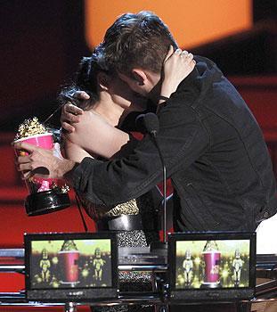 File:Winner 4 Best Kiss.jpg
