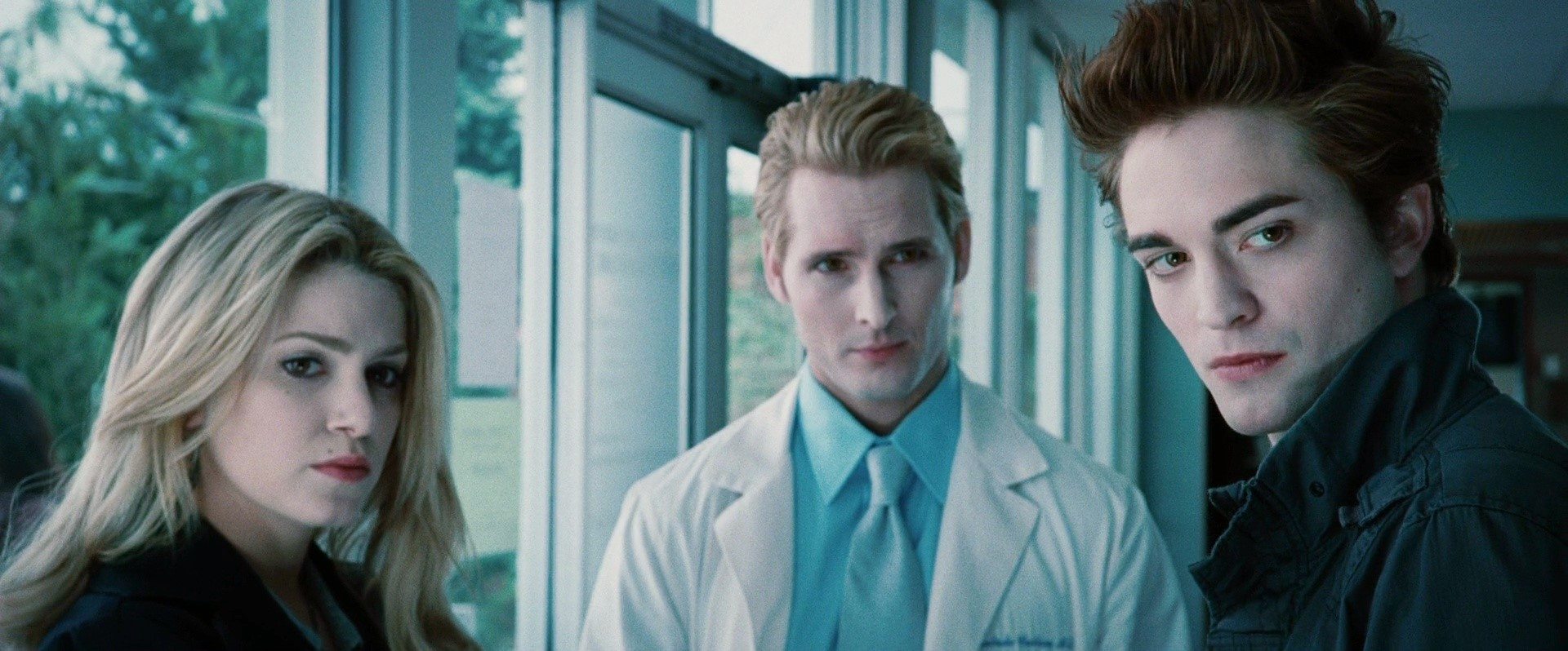 File:Rosalie and Dr.Cullen and Edward.jpg