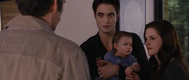 File:Edward-bella-renesmee-bd2.jpg