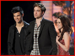 File:Mtv-movie-awards-2012.jpg