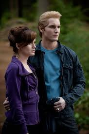 File:Esme and carlisle in eclipse.jpg