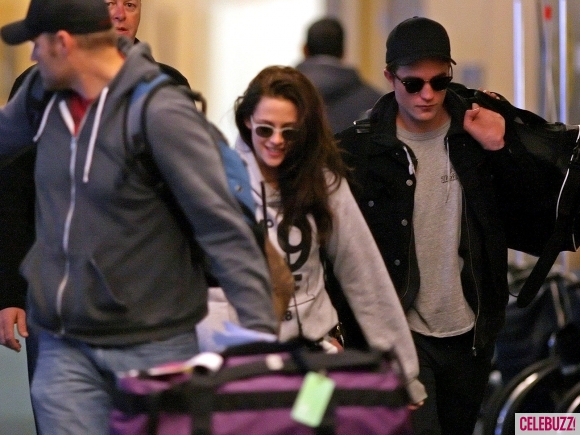 File:6Robert-Pattinson-Kristen-Stewart-050312--580x435.jpg