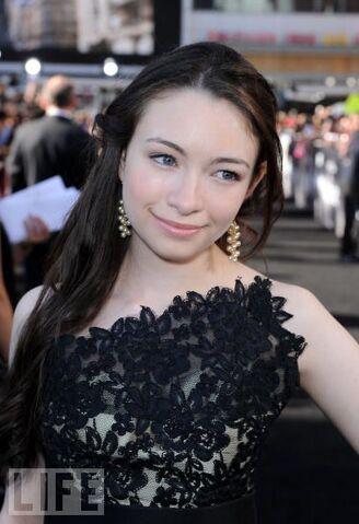File:Jodelle-Ferland-Twilight-Saga-Eclipse-Los-Angeles-Premiere-bree-tanner-13335066-407-594.jpg