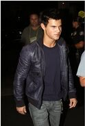 Talylor-Lautner-in-LA-jacob-black-8375346-251-373