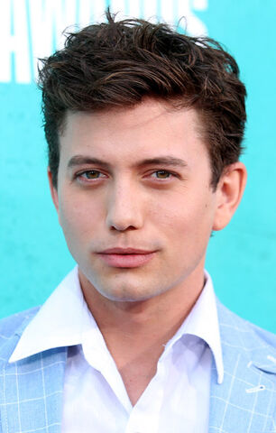 File:Jackson+Rathbone+2012+MTV+Movie+Awards+Red+Mg9V4Vn0VBUl-1.jpg