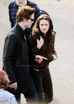 File:Edward-and-bella.jpg