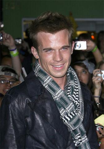 File:Cam-a-scarf.jpg